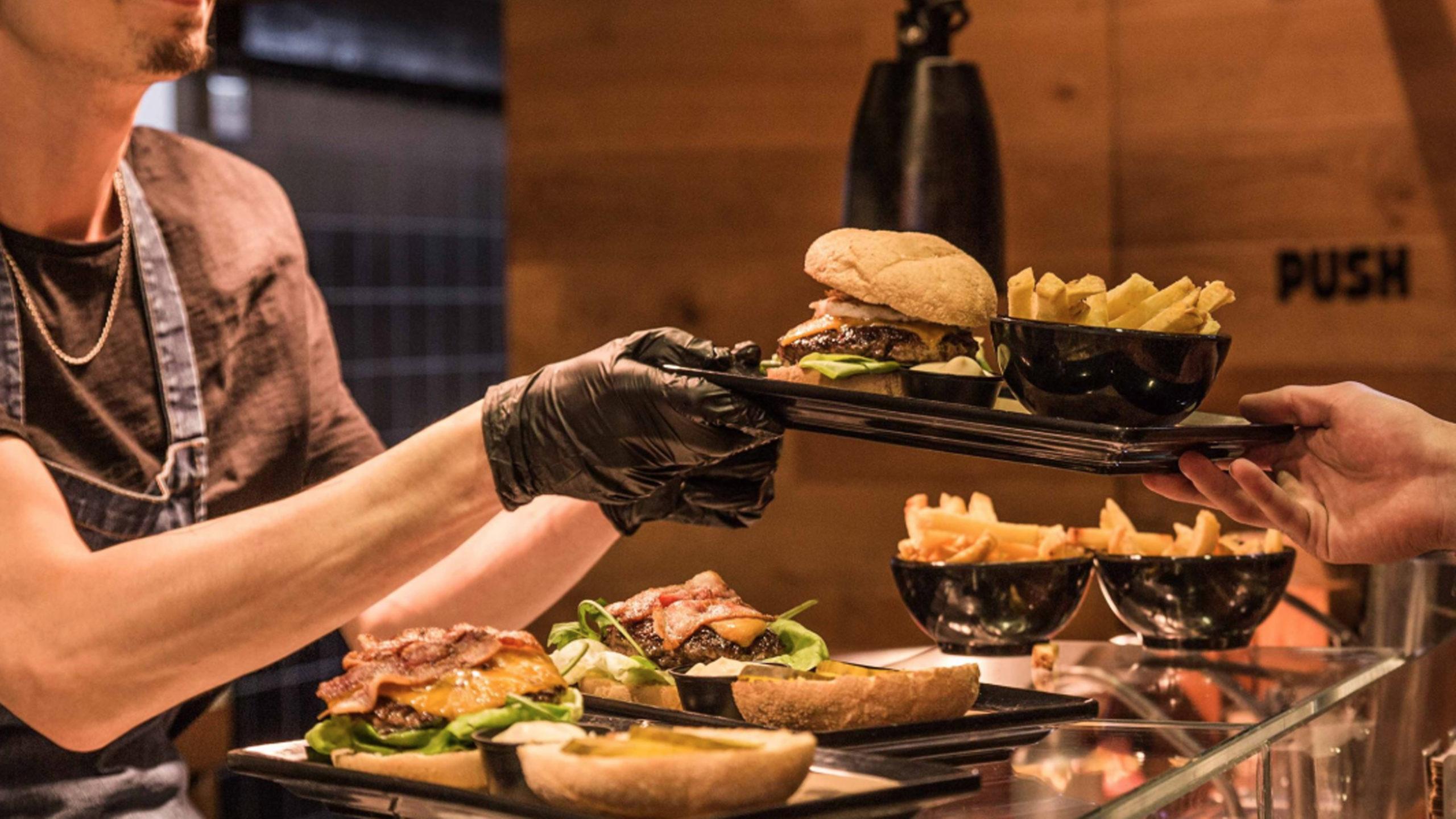 goed initiatief alle dak- en thuislozen in amsterdam krijgen gratis hamburger met kerst